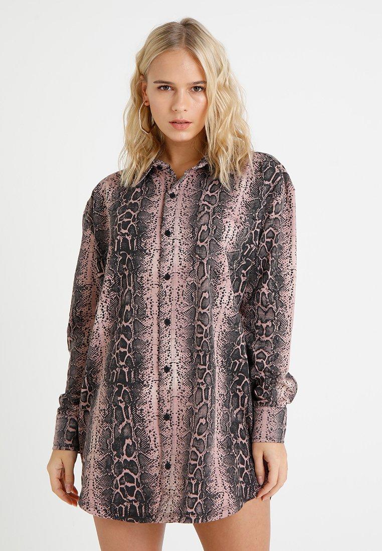 Missguided Petite - DRESS SNAKE - Shirt dress - brown