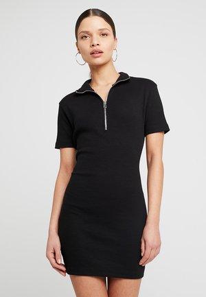 RIBBED ZIP NECK BODYCON DRESS - Robe fourreau - black