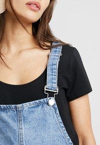 Missguided Petite - PINAFORE DRESS - Spijkerjurk - blue - 6