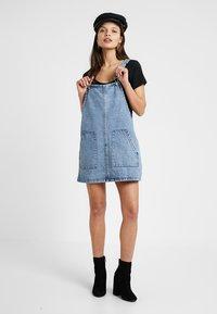 Missguided Petite - PINAFORE DRESS - Spijkerjurk - blue - 2