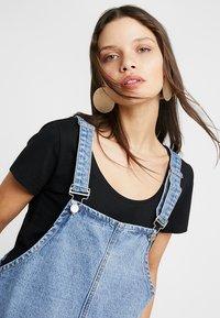 Missguided Petite - PINAFORE DRESS - Spijkerjurk - blue - 4