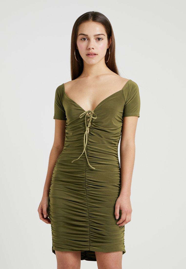 Missguided Petite - SLINKY RUCHED MINI DRESS - Etui-jurk - khaki