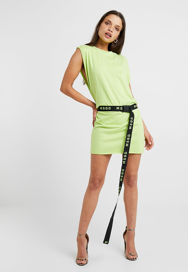 Missguided Petite - OVERSIZED VEST DRESS BELTED - Vestido ligero - lime