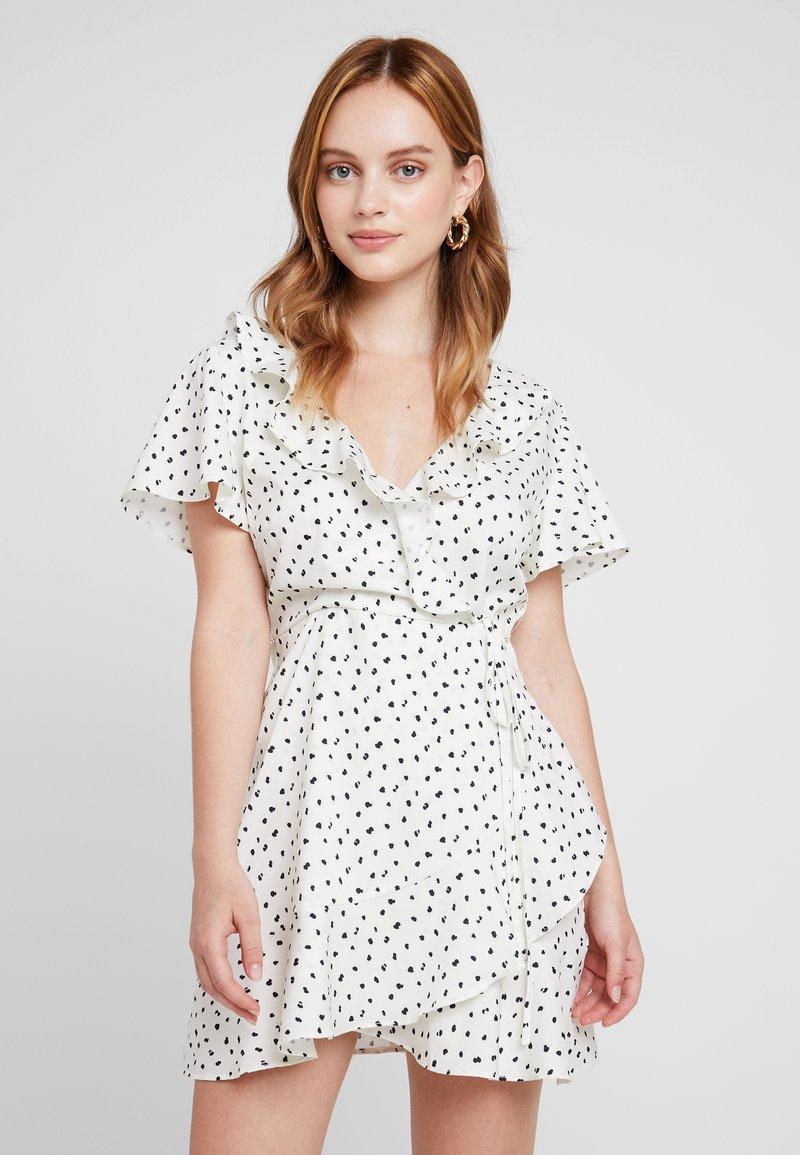 Missguided Petite - SPOT PRINT FRILL WRAP DRESS - Korte jurk - cream