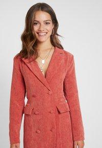 Missguided Petite - BUTTONED BLAZER DRESS - Robe d'été - coral - 4