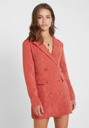 BUTTONED BLAZER DRESS - Freizeitkleid - coral
