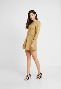 Missguided Petite - TIE WAIST DRESS - Vapaa-ajan mekko - khaki - 2