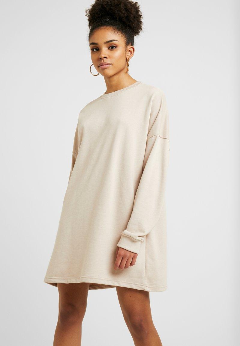 Missguided Petite - OVERSIZED SWEATER DRESS - Freizeitkleid - beige