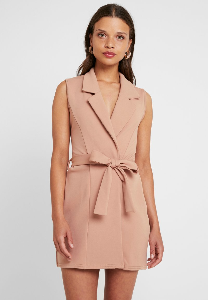Missguided Petite - SLEEVELESS BELTED MIDI DRESS - Shift dress - camel