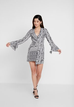 FLORAL SCARF PRINT DRAPE DETAIL MINI DRESS - Sukienka letnia - white