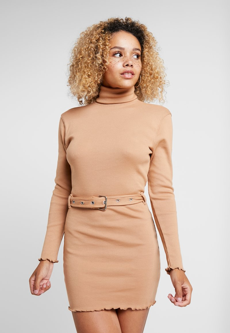 Missguided Petite - LETTUCE HEM TURTLE NECK DRESS - Kotelomekko - beige
