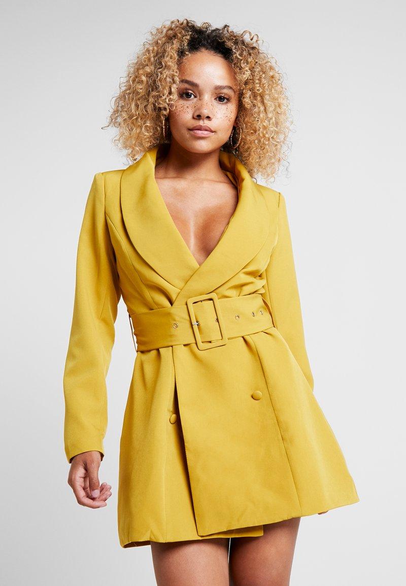 Missguided Petite - BELTED BLAZER DRESS OLIVE - Košilové šaty - green