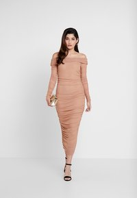 Missguided Petite - RUCHED BARDOT MIDAXI DRESS - Vestito lungo - camel - 2