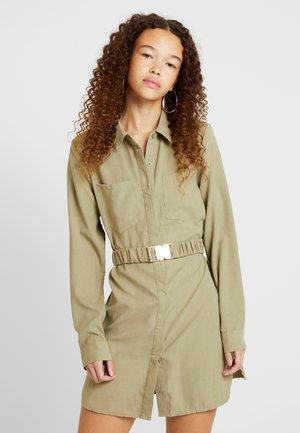 SOFT TOUCH BELTED DRESS - Košilové šaty - khaki