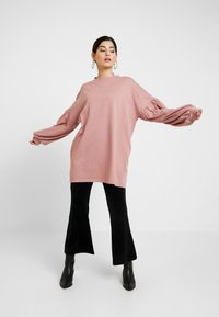 Missguided Petite - OVERSIZED CUFF SLEEVE DRESS - Robe d'été - rose - 1