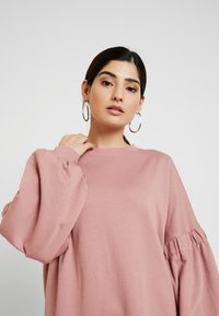 Missguided Petite - OVERSIZED CUFF SLEEVE DRESS - Robe d'été - rose - 3