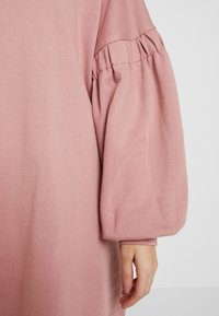 Missguided Petite - OVERSIZED CUFF SLEEVE DRESS - Robe d'été - rose - 5