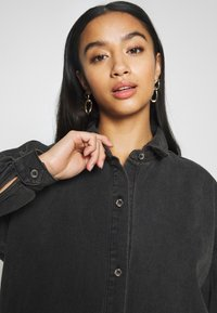 Missguided Petite - OVERSIZED SHIRT DRESS - Denim dress - black - 3