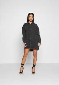 Missguided Petite - OVERSIZED SHIRT DRESS - Denim dress - black - 1