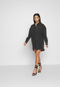 Missguided Petite - OVERSIZED SHIRT DRESS - Denim dress - black - 0