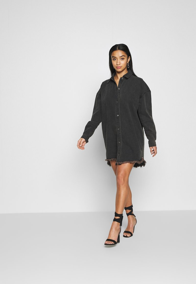 Missguided Petite - OVERSIZED SHIRT DRESS - Denim dress - black
