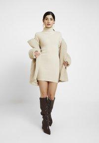 Missguided Petite - ROLL NECK JUMPER DRESS - Gebreide jurk - stone - 1
