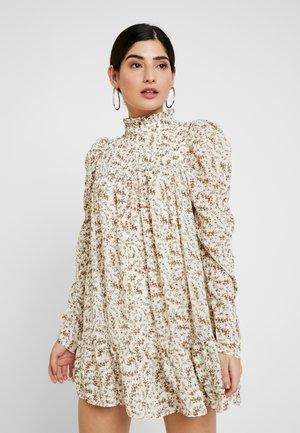 TIERED PUFF SLEEVE DRESS - Vestido informal - white