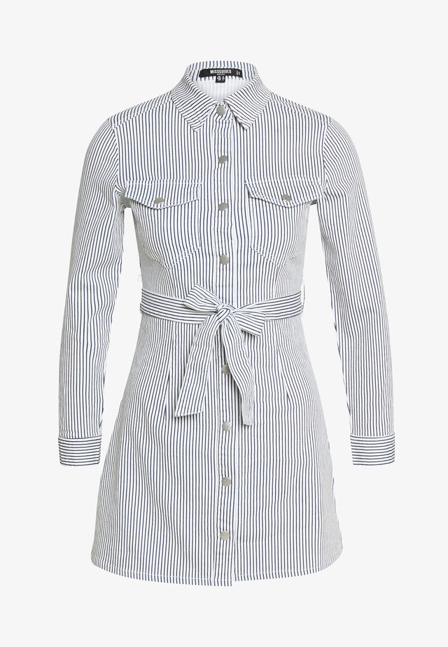 STRIPE BUTTON UP SELF BELT DRESS - Hverdagskjoler - blue