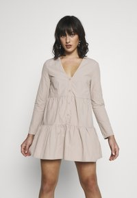 Missguided Petite - BUTTON THROUGH SMOCK DRESS - Day dress - nude - 0