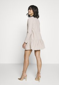 Missguided Petite - BUTTON THROUGH SMOCK DRESS - Day dress - nude - 2