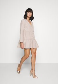 Missguided Petite - BUTTON THROUGH SMOCK DRESS - Day dress - nude - 1