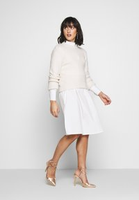 Missguided Petite - POPLIN SELF BELT MIDI DRESS - Shirt dress - white - 1