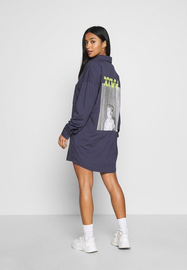 BACK PRINT DRESS CODE CREATE - Jerseykjole - navy