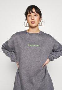 Missguided Petite - OVERSIZED DRESS WASHED - Korte jurk - charcoal - 4