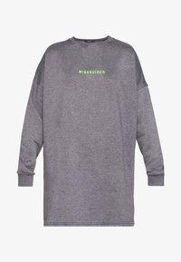 Missguided Petite - OVERSIZED DRESS WASHED - Korte jurk - charcoal - 3