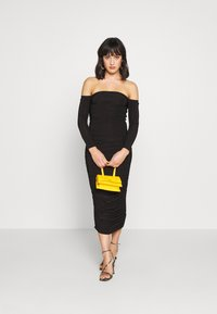 Missguided Petite - BARDOT SLINKY RUCHED MIDAXI DRESS - Vestido de cóctel - black - 1