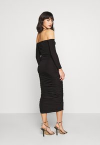 Missguided Petite - BARDOT SLINKY RUCHED MIDAXI DRESS - Vestido de cóctel - black - 2