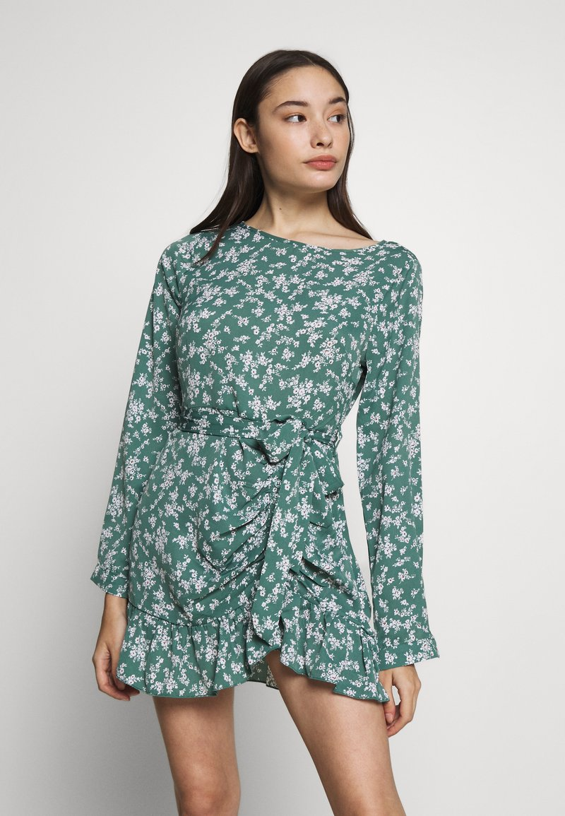 Missguided Petite - BUTTON RUCHED SIDE DRESS FLORAL - Kjole - green
