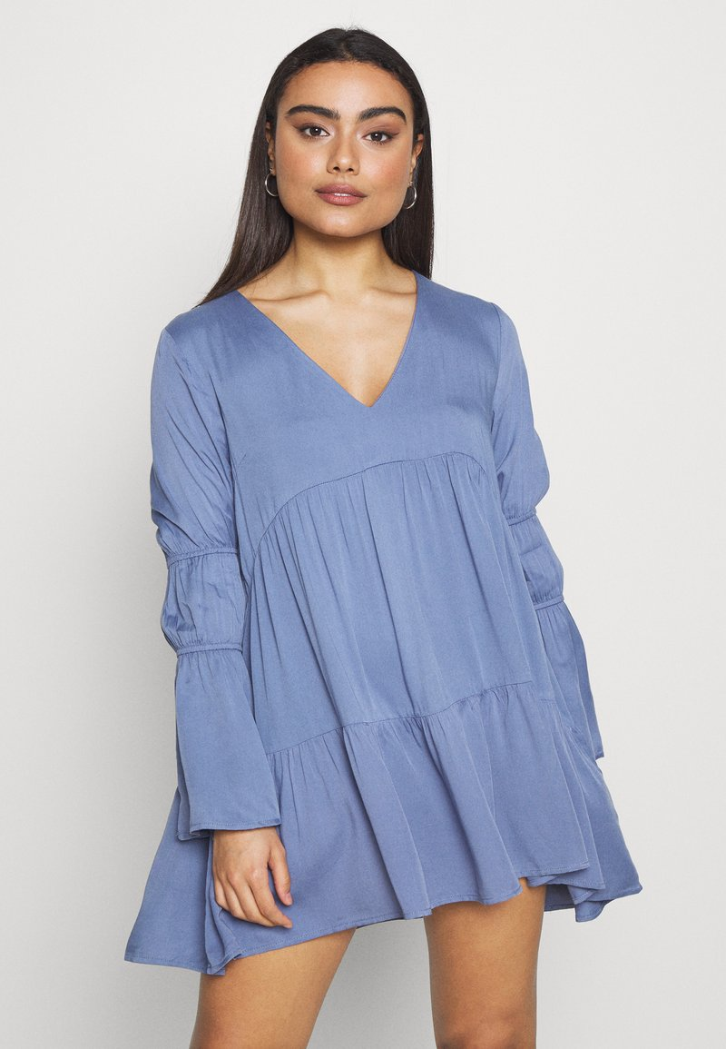 Missguided Petite - V NECK TIERED MINI DRESS - Robe d'été - blue