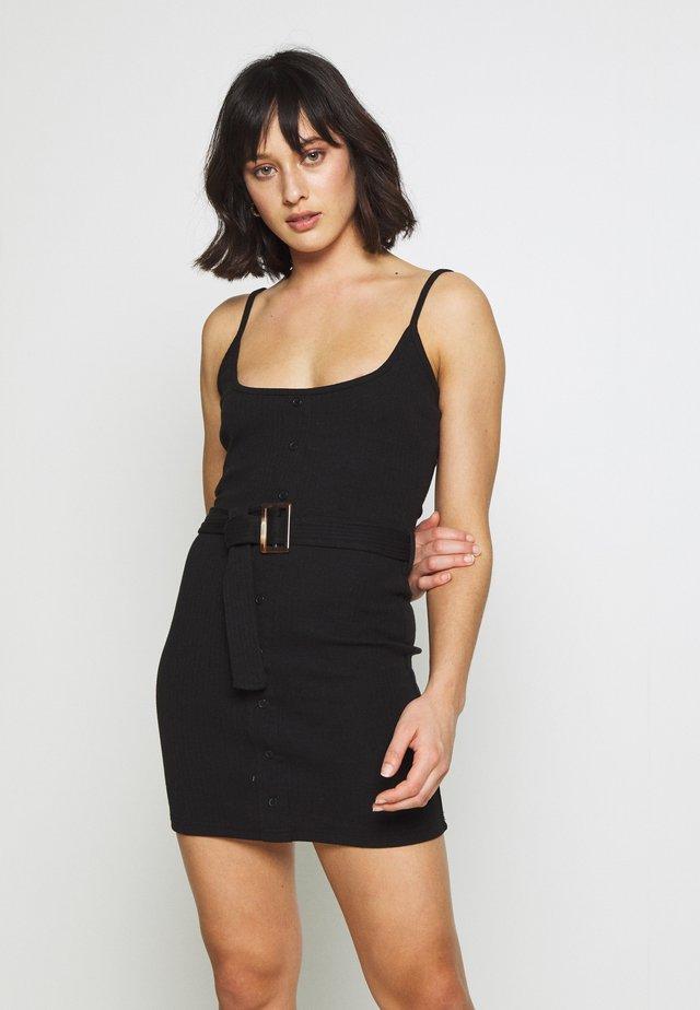 RIBBED BELTED CAMI DRESS - Vestido informal - black