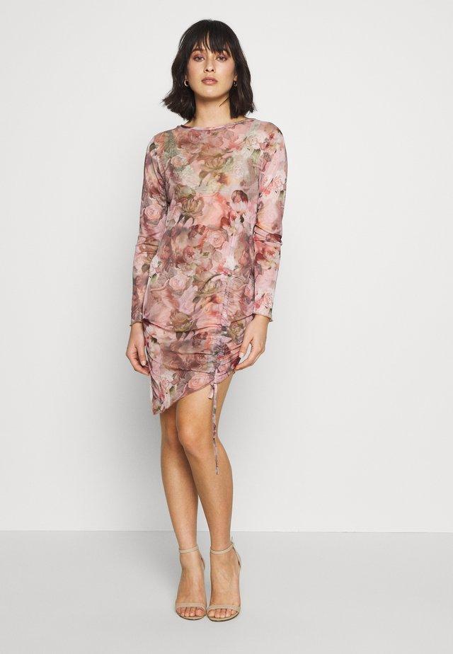 FLORAL RENAISSANCE PRINT DRAWSTRING MIDI DRESS - Sukienka etui - pink