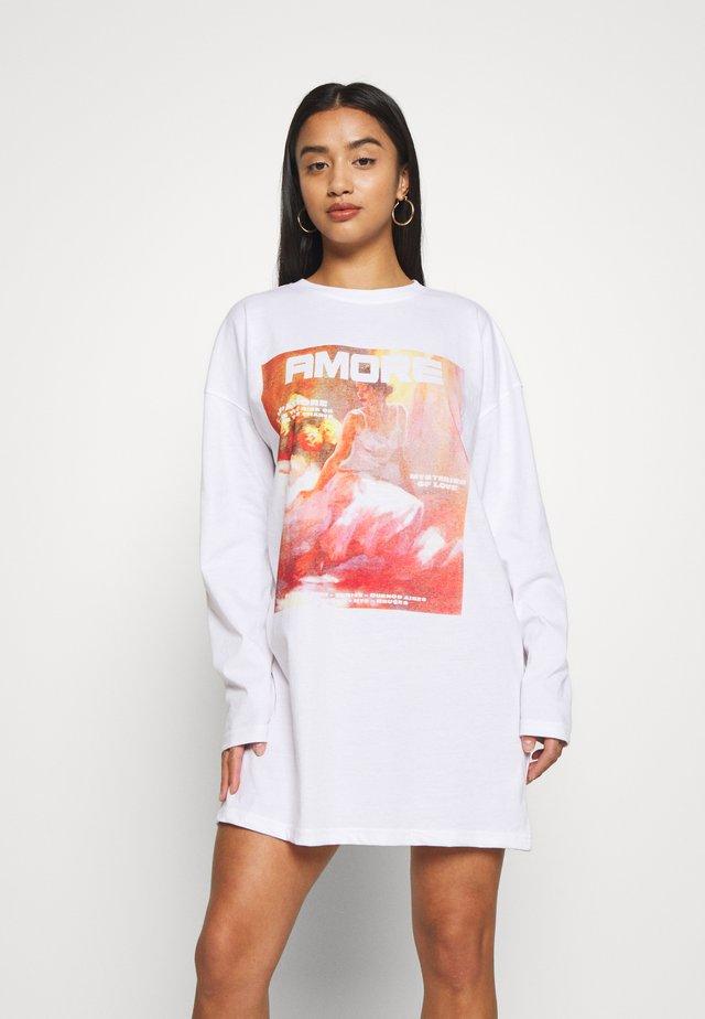 LONG GRAPHIC DRESS - Jerseyjurk - white