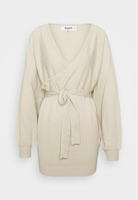 Missguided Petite - WRAP BATWING BELTED MINI DRESS - Gebreide jurk - stone - 0