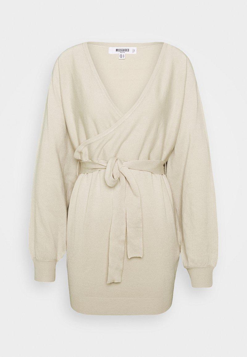 Missguided Petite - WRAP BATWING BELTED MINI DRESS - Gebreide jurk - stone