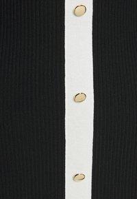 Missguided Petite - Vestido de punto - black - 2