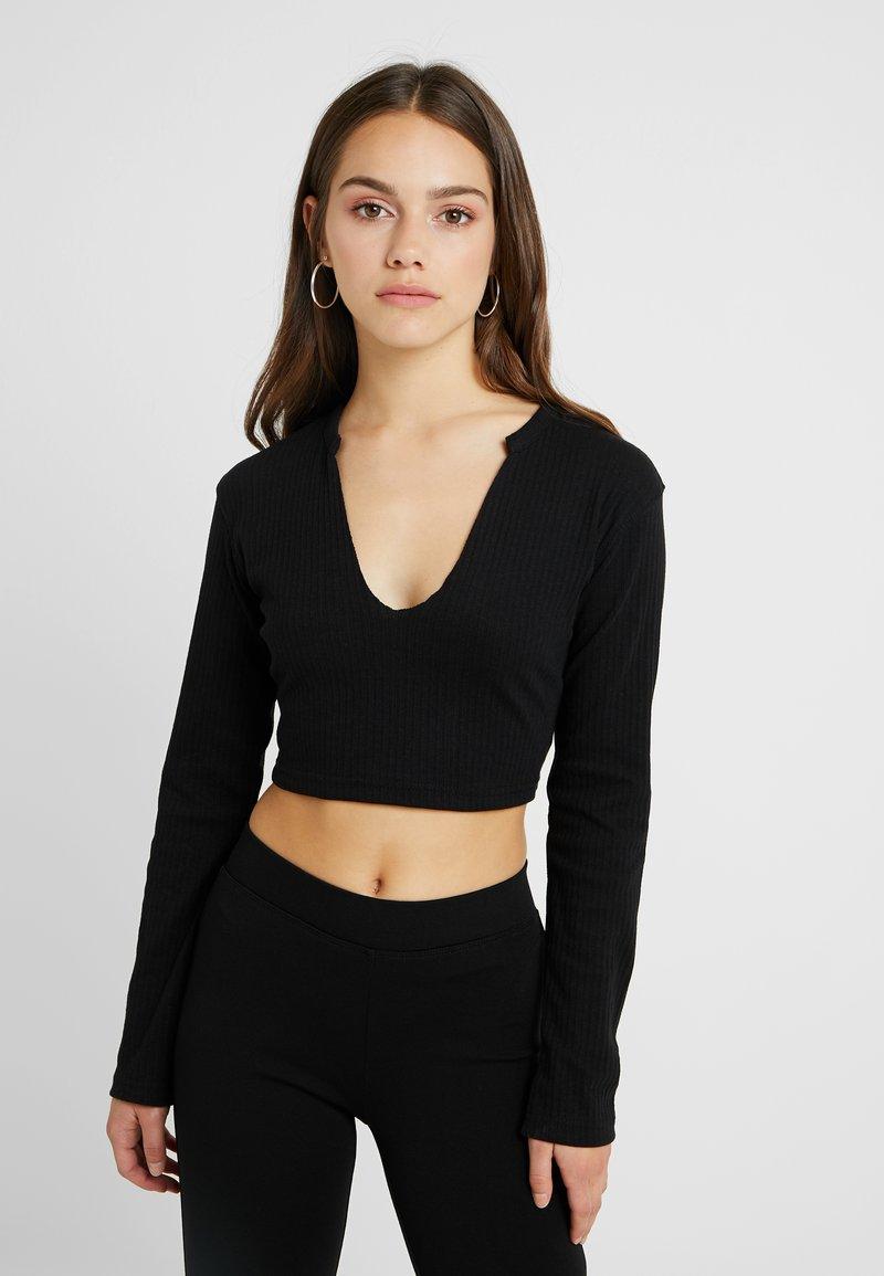 Missguided Petite - NOTCH NECK LONG SLEEVE CROP 2 PACK - Langarmshirt - black/white