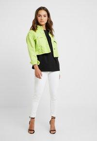 Missguided Petite - DROP SHOULDER OVERSIZED 2 PACK - Basic T-shirt - camel/black - 1