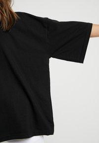 Missguided Petite - DROP SHOULDER OVERSIZED 2 PACK - Basic T-shirt - camel/black - 4