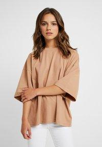 Missguided Petite - DROP SHOULDER OVERSIZED 2 PACK - Basic T-shirt - camel/black - 0