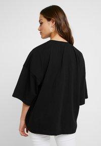 Missguided Petite - DROP SHOULDER OVERSIZED 2 PACK - Basic T-shirt - camel/black - 2